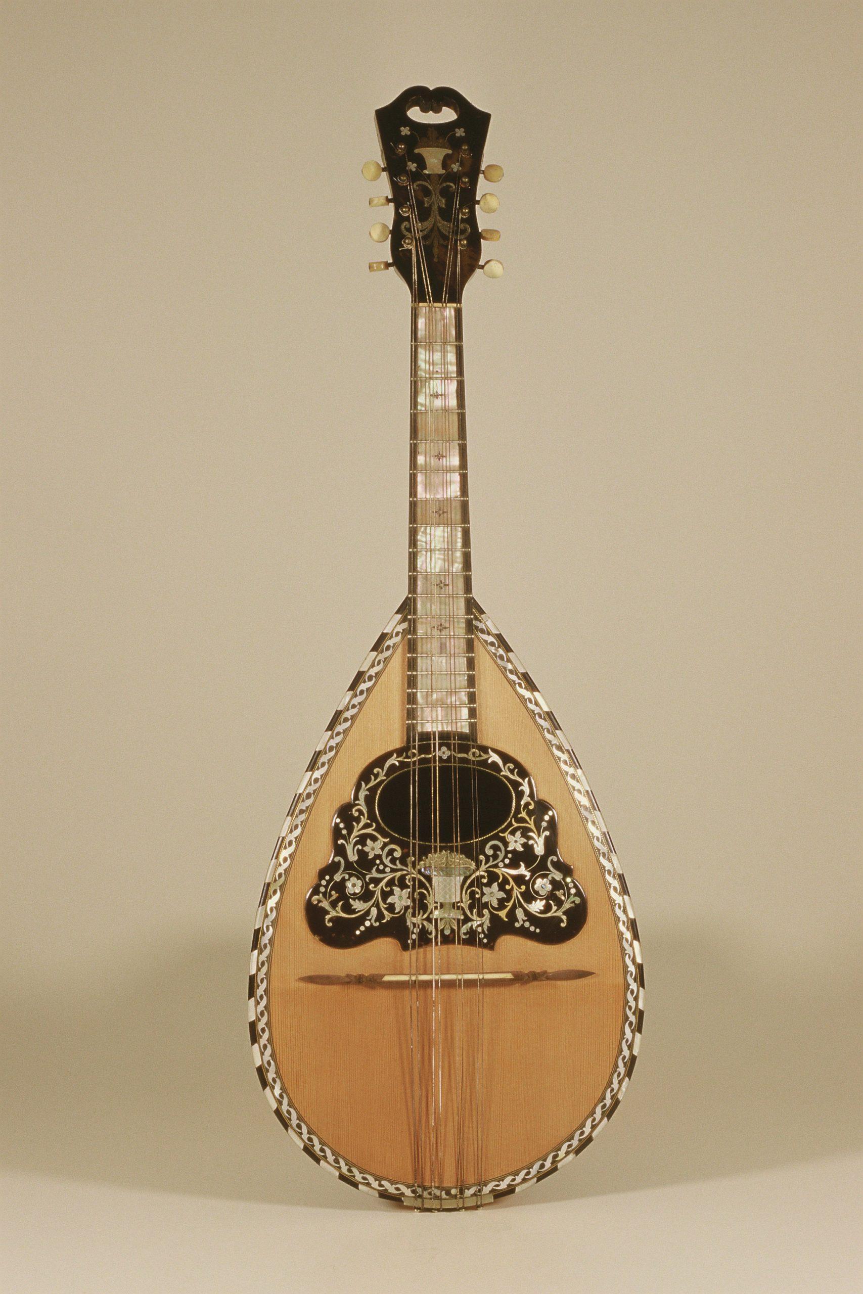 mandolino sfondo crema 1